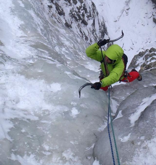Cascata di ghiaccio in Alpi Giulie