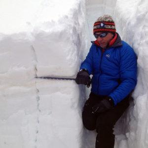 Il test del blocco del PST (propagation saw test) spiegato durante il corso neve e valanghe