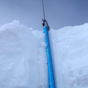 L'utilizzo della sonda Battage spiegato durante il corso neve e valanghe