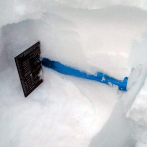 Come raccogliere il quantitativo corretto per il calcolo del peso specifico della neve spiegato durante il corso neve e valanghe