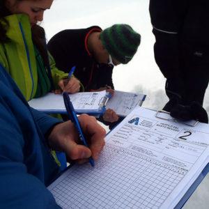 La compilazione del modello per redigere il profilo del manto nevoso durante il corso neve e valanghe