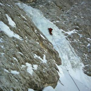 La colata della cascata di ghiaccio