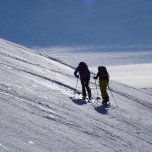 In salita con gli sci e le pelli di foca