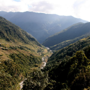 Nepal, le lunghe valli che si attraversano durante i nostri trekking incontrando case e paesini sparsi un po' ovunque
