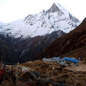 Nepal, trekking del Santuario dell'Annapurna. Dal Campo Base vista sul Macchapucchare e sul CB omonimo