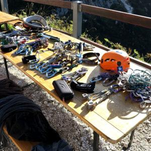 Pronti per scegliere i materiali per il Corso Roccia al Rif Corsi nelle Alpi Giulie