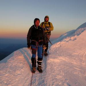 Lungo la cresta che sale alla cima del Monte Bianco, l'Arete de Les Bosses