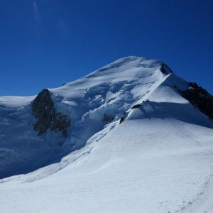 La Capanna Vallot, l'Arete de Les Bosses e la cima del Monte Bianco