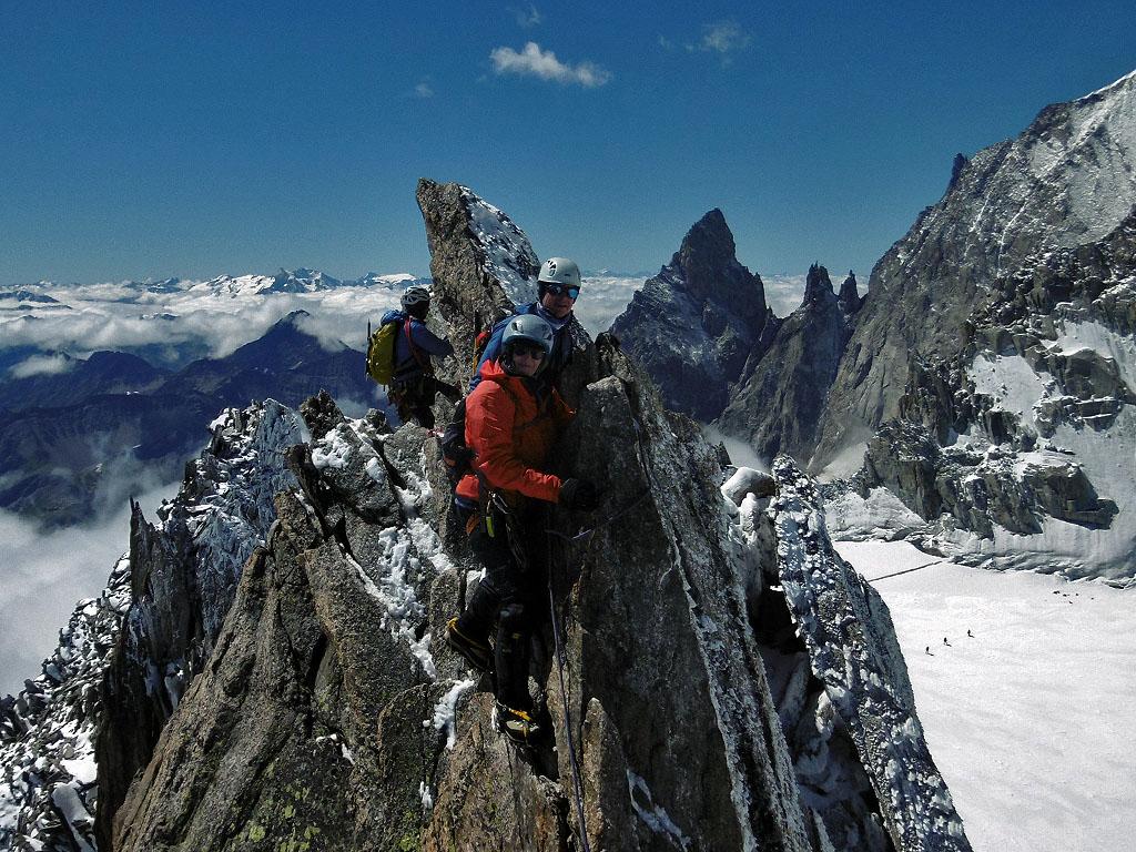La bellissima e aerea traversata dell'Aiguille d'Entreves nel gruppo del Monte Bianco