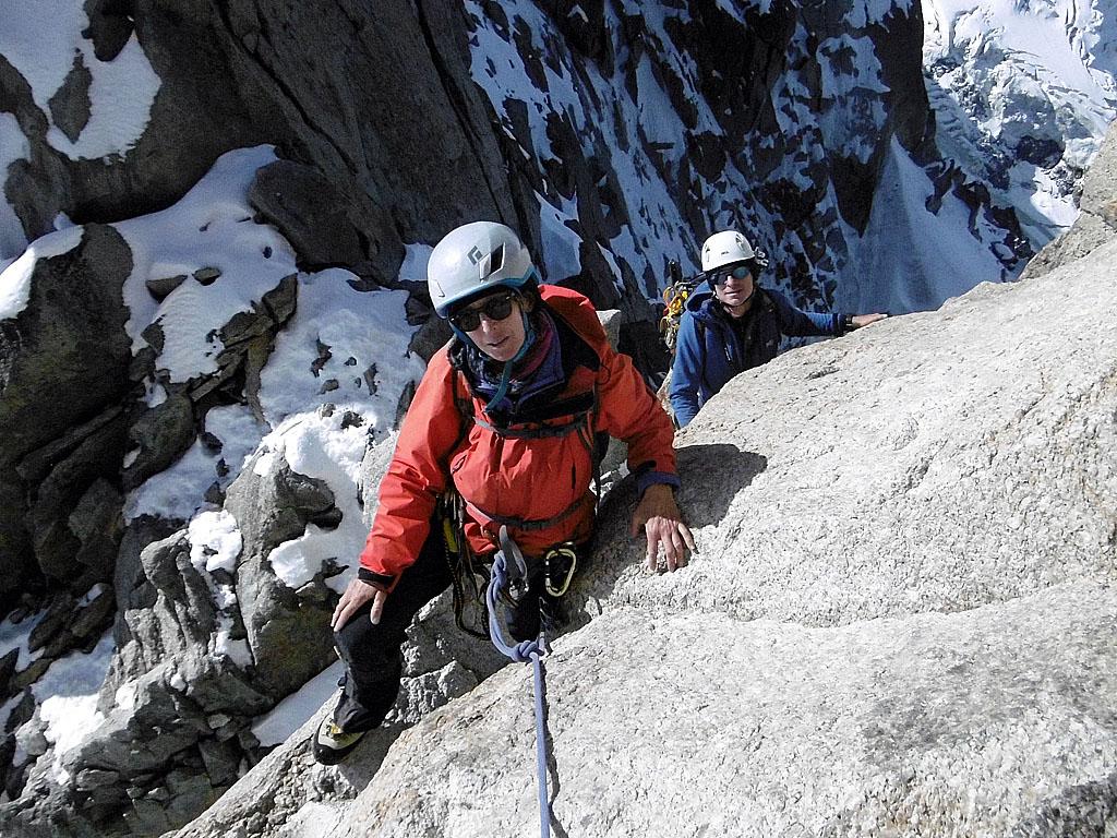 Lungo l'Arete des Cosmiques nel gruppo del Monte Bianco