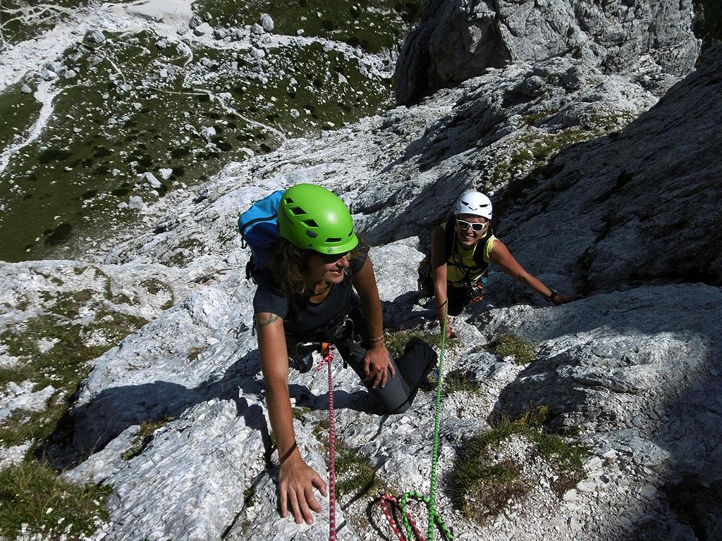 Lungo la classica e divertente via Weiss sul Campanile di Villacco nelle Alpi Giulie
