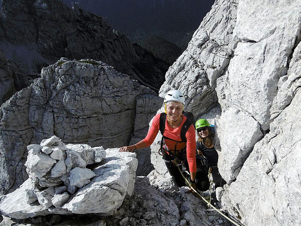 Il tratto iniziale della Cengia degli Dei, anello circolare che contorna in piena parete tutto il gruppo dello Jof Fuart nelle Alpi Giulie