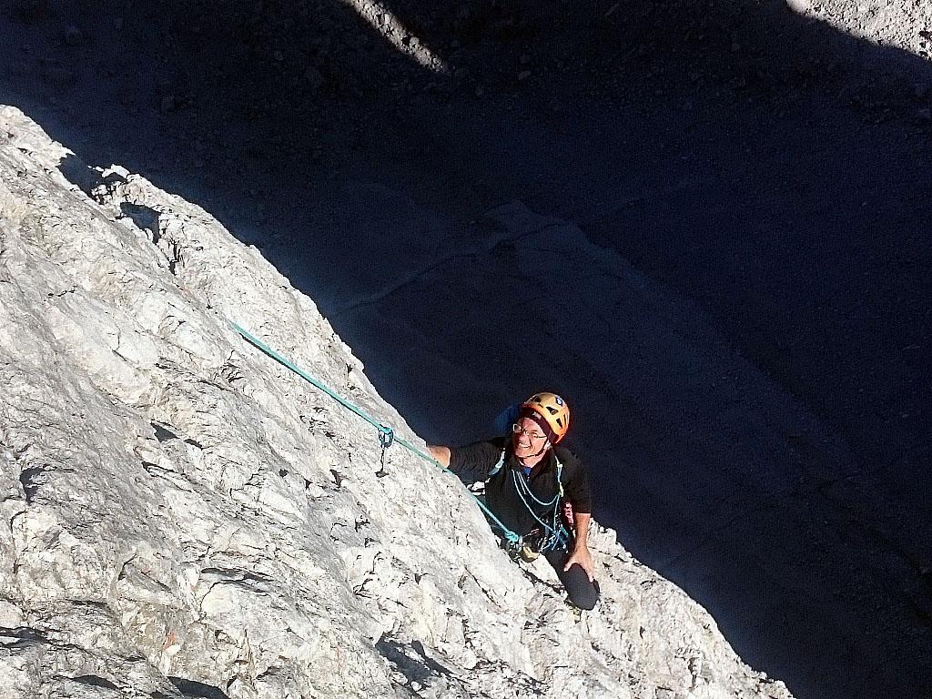 Salendo lo Spigolo Dibona sulla Cima Grande di Lavaredo in Dolomiti