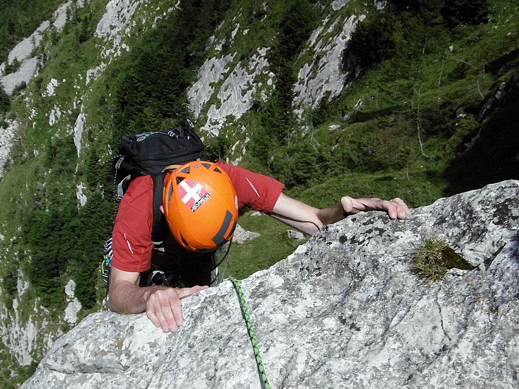 La fantastica roccia del Pal Piccolo, nelle Alpi Carniche, lungo la classica via dello Spigolo de Infanti