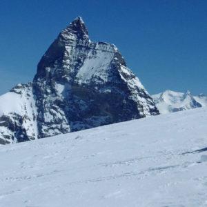 Chamonix Zermatt. Scendendo dalla Tete de Valpelline con sullo sfondo il Cervino