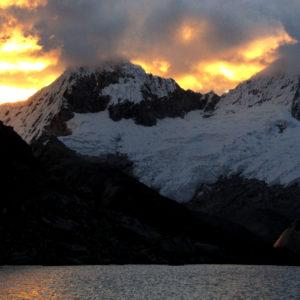 Perù, vista dal campo verso la Cordillera Blanca