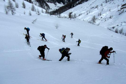 Inversioni in salita durante una gita di sci alpinismo