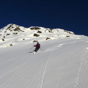 Sci alpinismo, curve nella polvere