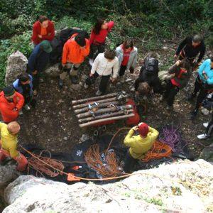 Un po' di lezione durante il corso di arrampicata base