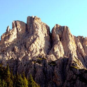 Vista dal Rif de Gasperi verso il Creton di Culzei nelle Dolomiti Pesarine