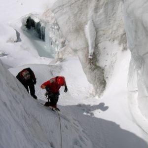 Percorso all'interno dei crepacci durante il corso di Alta Montagna