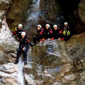 Canyoning nelle Alpi Carniche lungo il rio Frondizzon in Carnia