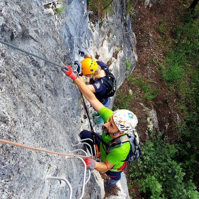 Salendo la ferrata La Farina del Diavolo a Villa Santina nelle Alpi Carniche