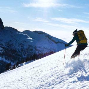Curve nella neve fresca
