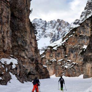 La gita inizia con l'attraversamento di questo piccolo ma magico canyon