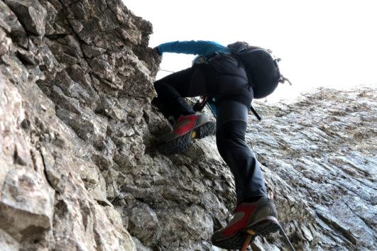 Salendo la Ferrata Costantini in Moiazza nelle Dolomiti