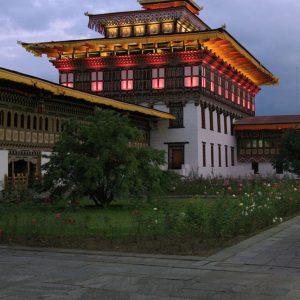 Monastero alla sera in Bhutan