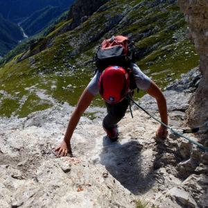 Il superamento del primo gradino del Duranno nelle Dolomiti Friulane