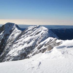 La cresta finale per raggiungere la cima del Canin nelle Alpi Giulie
