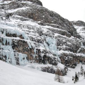 Il circo delle cascate di ghiaccio nella Val Travenanzes