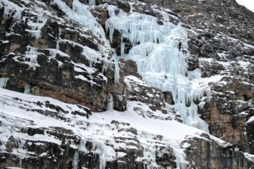 Le pareti della Val Travenanzes dov'è la Cascata Sogno Canadese