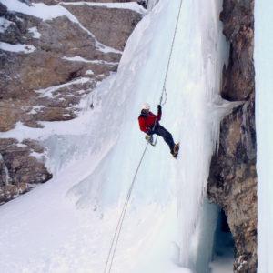 In corda doppia scendendo da Sogno Canadese in Val Travenanzes