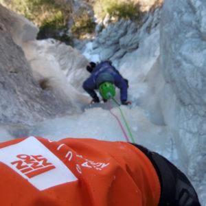 Il magnifico e suggestivo tratto in goulotte della cascata Juliana in Alpi Giulie