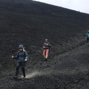 La discesa dall'Etna sul polveroso terreno lavico