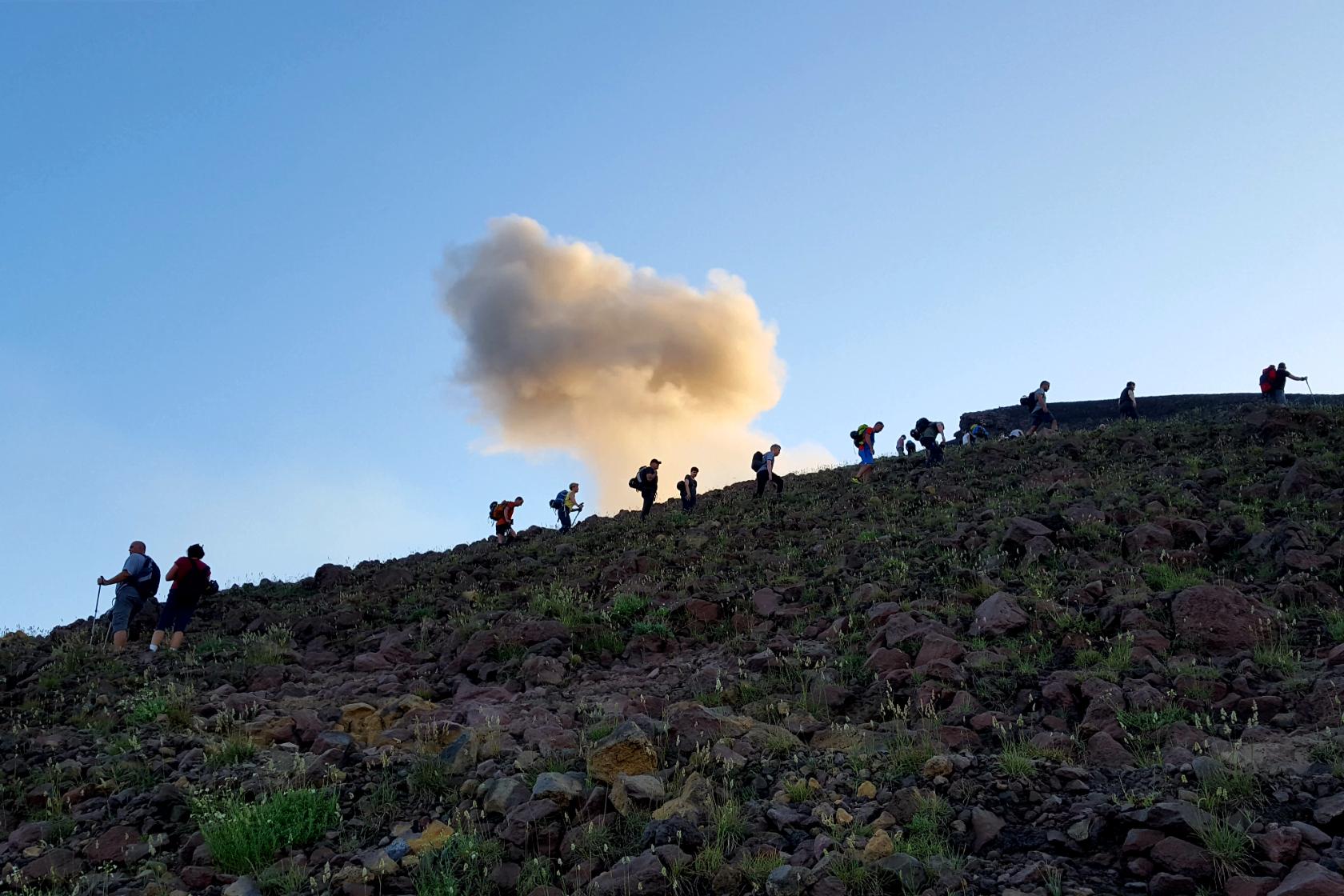 Salendo sulla cima del cratere dello Stromboli