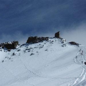 In lontananza la cima del Gran Paradiso con la facile cresta finale