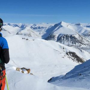 Lo sguardo spazia vero l'entroterra delle Svalbard