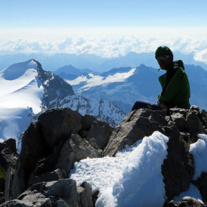 In vetta al Piz Bernina, sull sfondo il Piz Argient