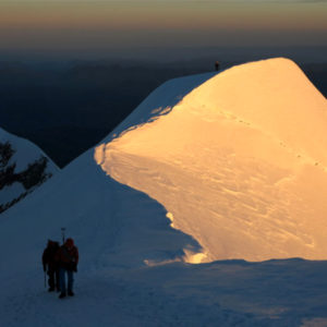 La cresta de Les Bosses sul Monte Bianco