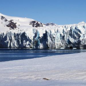 A glacier ice cliff @ Massimo Candolini